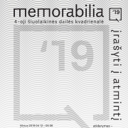 """""""Q19: Memorabilia. Įrašyti į atmintį"""" plakatas"""