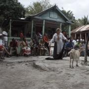 """C. T. Jasper ir Joanna Malinowska, """"Halka/Haiti 18°48'05""""N 72°23'01""""W"""", kadras iš filmo. 2015 m."""