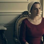 """Elisabeth Moss seriale """"Tarnaitės pasakojimas"""""""
