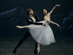 """Jeronimas Krivickas ir Gohar Mkrtchyan balete """"Žizel"""". M. Aleksos nuotr."""