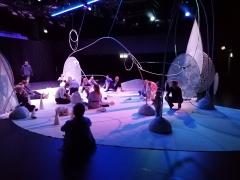 """Scena iš spektaklio """"Myriads of Worlds"""" (0–18 m. vaikams). Autorės nuotr."""