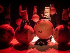 Teatras be ribų III: Jonas Arčikauskas spyglių ir rutulių pasaulyje