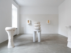 "Mindaugo Navako parodos ""Porcelianas"" fragmentas. L. Skeisgielos nuotr."