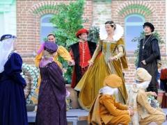 Atverti Valdovų rūmai pasitiko operą
