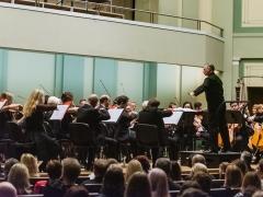 Lietuvos valstybinis simfoninis orkestras bei maestro Martynas Staškus. M. Gineikos nuotr.