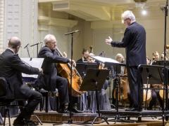 Simfoniniai šokiai su liūdesio šešėliais