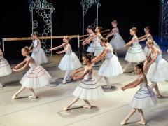 Šimtai šokančių princesių