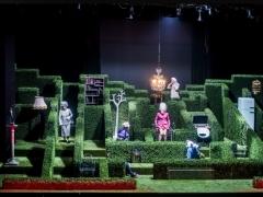 Molière'o laikų atavizmas: tarp kameros ir kaukės