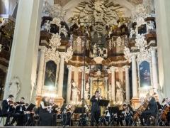 Vilniaus festivalio koncerto akimirka. Sergejus Krylovas ir Lietuvos kamerinis orkestras. D. Matvejevo nuotr.