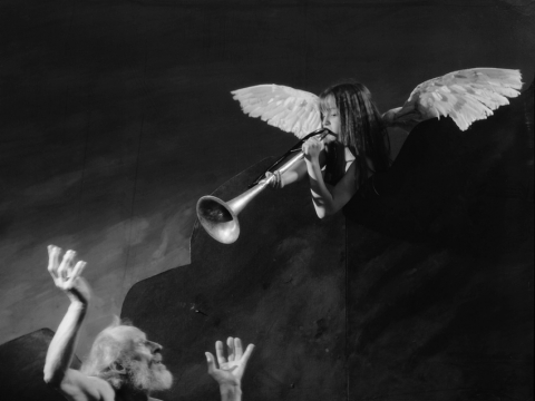 """Audrius Puipa, iš serijos """"Inscenizuoti paveikslai"""". """"Šv. Jeronimas ir Paskutiniojo teismo angelas"""" (pagal Riberą). Pozuoja Vytautas Šerys, Marija Puipaitė. 1996 m. G. Trimako nuotr."""