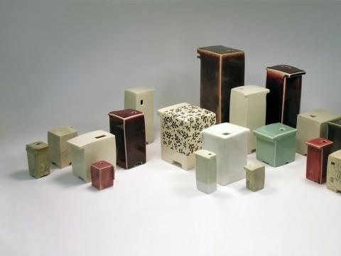 """Rūta Šipalytė, """"Tai, kas brangiausia"""". 2017 m., akmens masė, porcelianas, molis, glazūros, poglazūriniai dažai. Autorės nuotr."""