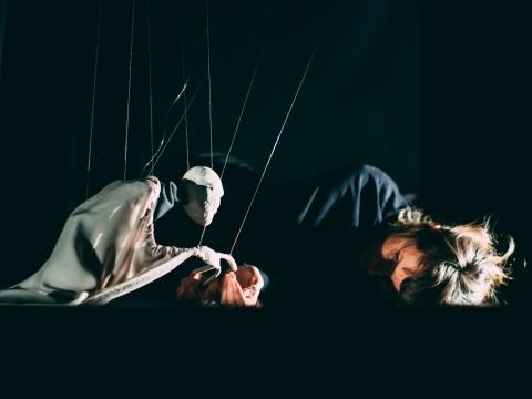 """Scena iš spektaklio """"Negaliu sustoti"""" (Latvija). J. Suslavi�iūtės nuotr."""
