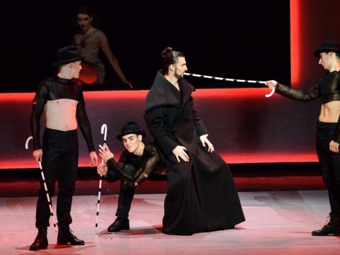 """Danielius Dolanas, Jeronimas Krivickas, Ernestas Barčaitis ir Mantas Daraškevičius balete """"Stebuklingas mandarinas"""". M. Aleksos nuotr."""