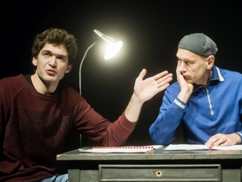 """Kęstutis Cicėnas ir Povilas Budrys pjesės """"Normalus tarybinio piliečio Kasparo Irbės gyvenimas"""" skaityme. D. Matvejevo nuotr."""