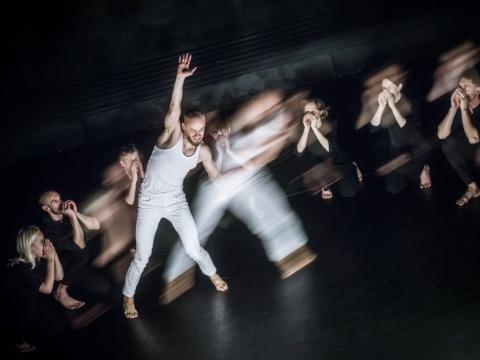 """Marius Pinigis spektaklyje """"Boléro–Extended"""". D. Matvejevo nuotr."""