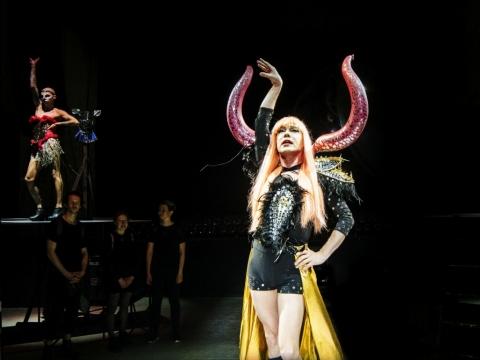 """Scena iš spektaklio """"Borderline Queen. Kerštas"""". D. Matvejevo nuotr."""