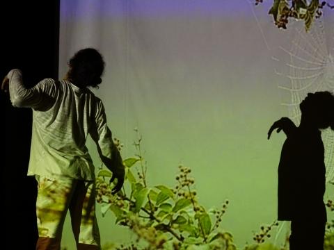 """Scena iš spektaklio """"Tvenkti"""". Tarptautinio šiuolaikinio meno festivalio """"Startas"""" archyvo nuotr."""