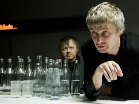 """Dainius Gavenonis (Satinas) spektaklyje """"Dugne"""". D. Matvejevo nuotr."""