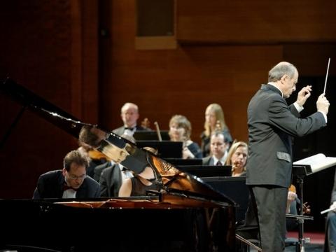 Dénesas Várjonas, Ivánas Fischeris ir Budapešto festivalio orkestras. M. Aleksos nuotr.