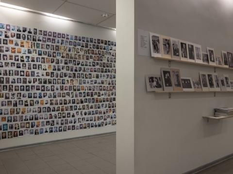 """Kęstutis Grigaliūnas ir Jurijus Dobriakovas pristato: """"Vaizdų archyvas / sąsiuvinis Nr. 2 (Kaip XIX a. optimizmas virto XX a. barbarizmu)"""", parodos vaizdas. 2016 m. G. Zinkevičiaus nuotr."""