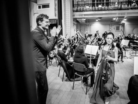 Yurina Arai, Modestas Pitrėnas ir Nacionalinis simfoninisorkestras. M. Mikulėno nuotr.