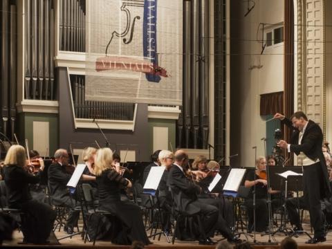 Modesto Pitrėno diriguojamas Nacionalinis simfoninis orkestras. D. Matvejevo nuotr.