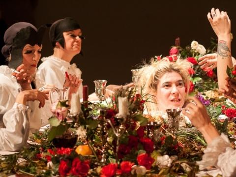 """Scena iš performanso """"Platonių puota"""". 2016 m. J. Lobanovo nuotr."""