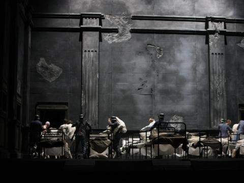 """""""Trubadūras"""" Latvijos nacionalinėje operoje. A. Tone nuotr."""