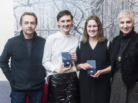 Vaidas Jauniškis, Gintarė Masteikaitė, Aušra Kaminskaitė ir Rūta Oginskaitė Scenos meno kritikų asociacijos apdovanojimų teikime. D. Matvejevo nuotr.