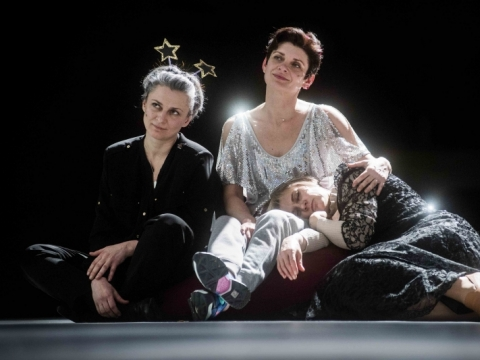 "Scena iš spektaklio ""Trys seserys"". D. Matvejevo nuotr."