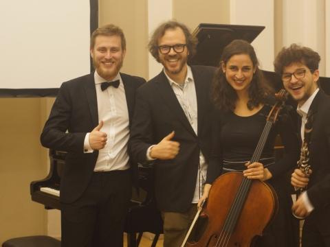 """Trio """"Agora"""" su kompozitoriumi Jonu Jurkūnu. Autorės nuotr."""