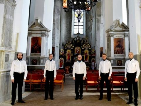 """Ansamblis """"Fratres"""". Vitalijus Neugasimovas – pirmas iš kairės. V. Dovydauskio nuotr."""