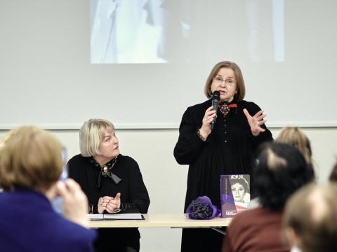 Aurelija Arlauskienė ir Irena Milkevičiūtė knygos pristatyme Vilniaus knygų mugėje. V. Žukauskio nuotr.