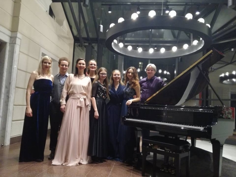 """Donaldas Račys su koncerto dalyviais """"Organum"""" salėje. J. Sadaunykaitės asm. archyvo nuotr."""