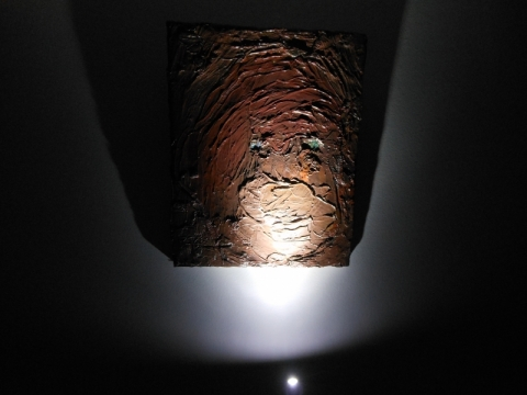 """Parodos """"Prieblandos zona (Kai kulka sužeidžia kaulą)"""" fragmentas, Modernaus meno centras. G. Jucevičiaus nuotr."""