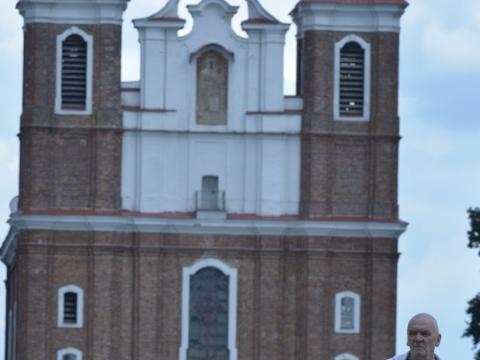 Eimuntas Nekrošius prie Šiluvos bažnyčios. A. Liugos nuotr.