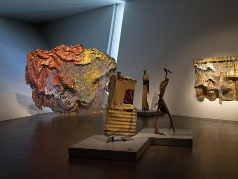 "El Anatsui, ekspozicijos ""When I Last Wrote to You about Africa"" Denverio dailės muziejuje fragmentas. 2012–2013 m. J. Wells nuotr."