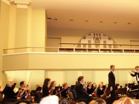 Gabrielius Alekna, Günther Stegmüller ir Kauno miesto simfoninis orkestras. Nuotrauka iš Kauno filharmonijos archyvo