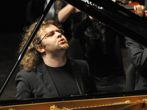 Gintaras Januševičius. Nuotrauka iš Shenzhen tarptautinio pianistų konkurso Kinijoje. 2011 m.