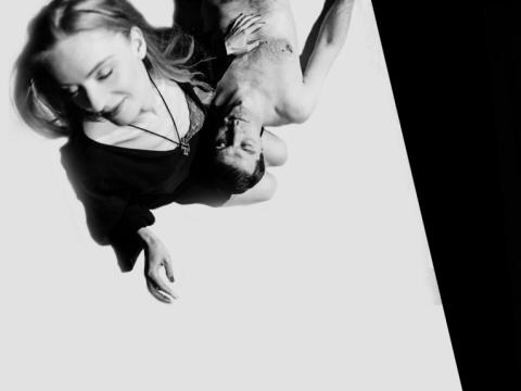 """Scena iš spektaklio """"Hirošima, mano meile"""". Kauno miesto kamerinio teatro nuotr."""