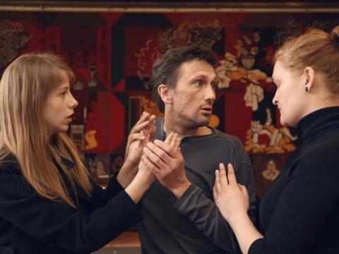 Emilija Latėnaitė-Beliauskienė, Aleksas Kazanavi�ius ir Giedrė Giedraitytė spektaklio repeticijoje. Simono Sirutavi�iaus nuotr.