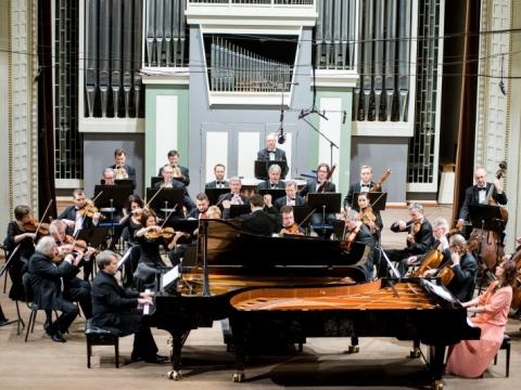 Rūta Rikterė, Zbignevas Ibelhauptas, Modestas Pitrėnas ir Lietuvos kamerinis orkestras. D. Matvejevo nuotr.