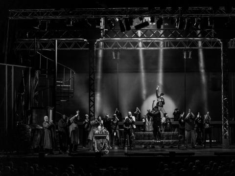 """Scena iš spektaklio """"Išvarymas"""" """"Siemens"""" arenoje. G. Jauniškio nuotr."""