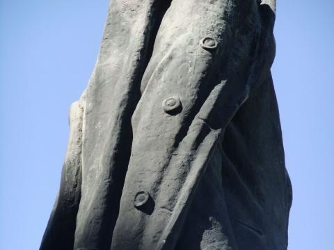 Mikėno paminklo Petrui Cvirkai fragmentas. E. Gedgaudo nuotr.