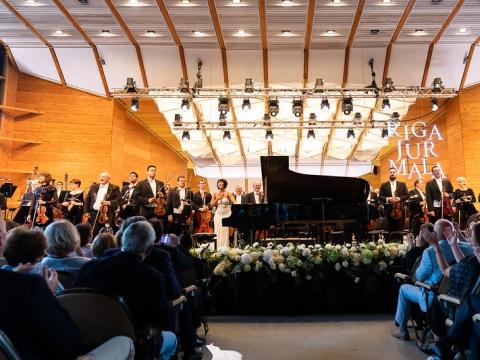 Izraelio filharmonijos orkestras ir pianistė Yuja Wang Jūrmalos vasaros festivalyje. Organizatorių nuotr.