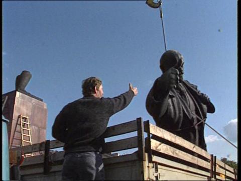 """Kadras iš filmo """"Kartą XX amžiuje"""" (2004)"""