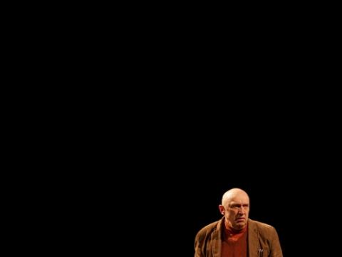 """Valentinas Masalskis spektaklyje """"Kita mokykla"""". Klaipėdos jaunimo teatro archyvo nuotr."""