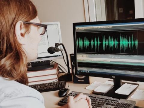 Lietuvos aklųjų bibliotekos studija, kur gimsta garsinė knyga