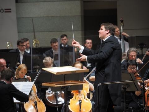Andris Poga ir Latvijos nacionalinis simfoninis orkestras. G. Bataščiuko nuotr.