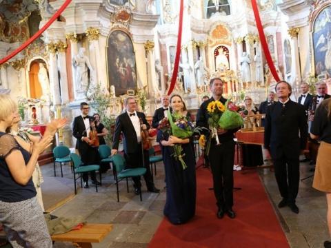 Lina Dambrauskaitė, Laurynas Lapė, Robertas Šervenikas ir Lietuvos kamerinis orkestras. Organizatorių nuotr.